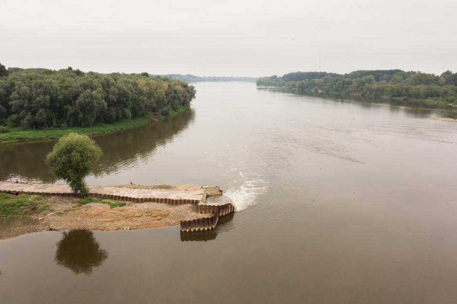 Most pontonowy w Warszawie ma być gotowy w środę