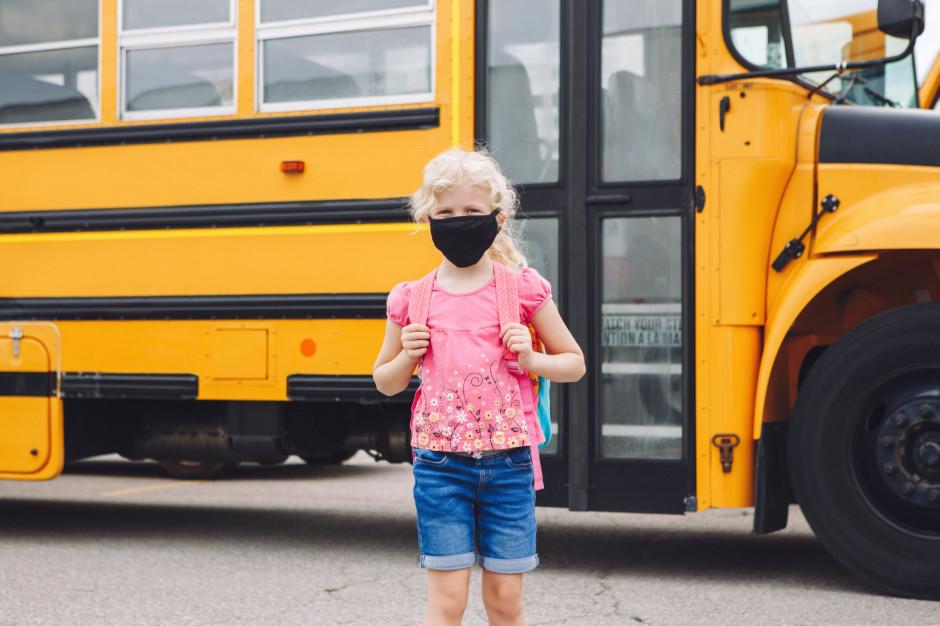 Uczniowie mają obowiązek noszenia maseczek w szkolnych autobusach