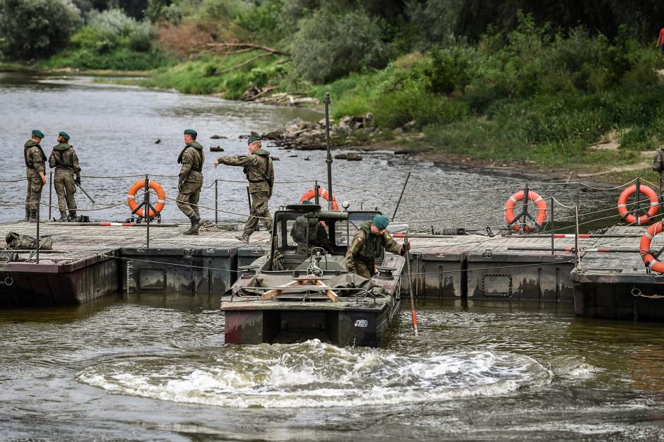 Warszawa: W budowę mostu pontonowego zaangażowanych będzie 50 żołnierzy