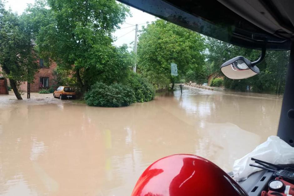 Samorządy z całej Polski pomagają gminie Markowa poszkodowanej w powodzi