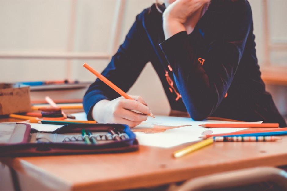 Małopolskie: Uczeń z koronawirusem, szkoła przechodzi na nauczanie zdalne