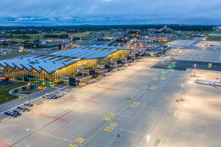 Przybywa pasażerów na lotnisku w Gdańsku