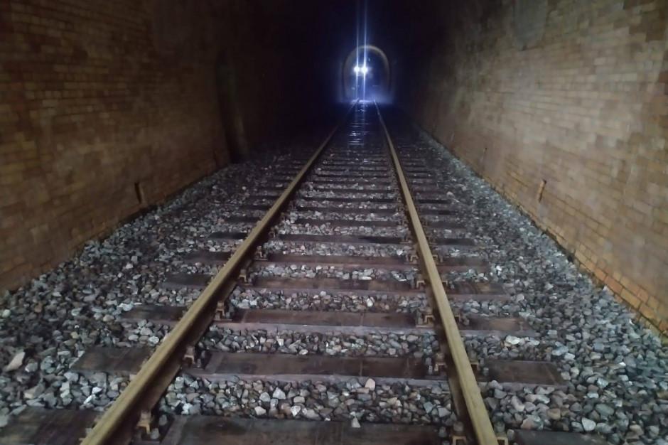 Remont w tunelu kolejowego pod Małym Wołowcem na finiszu