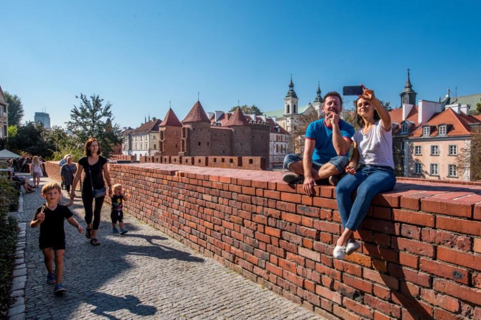 Turyści zostawiają w Warszawie coraz więcej pieniędzy