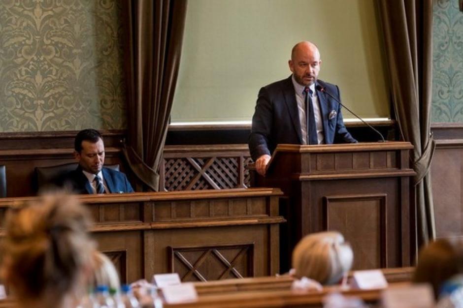 Jacek Sutryk w elitarnym Globalnym Parlamencie Burmistrzów