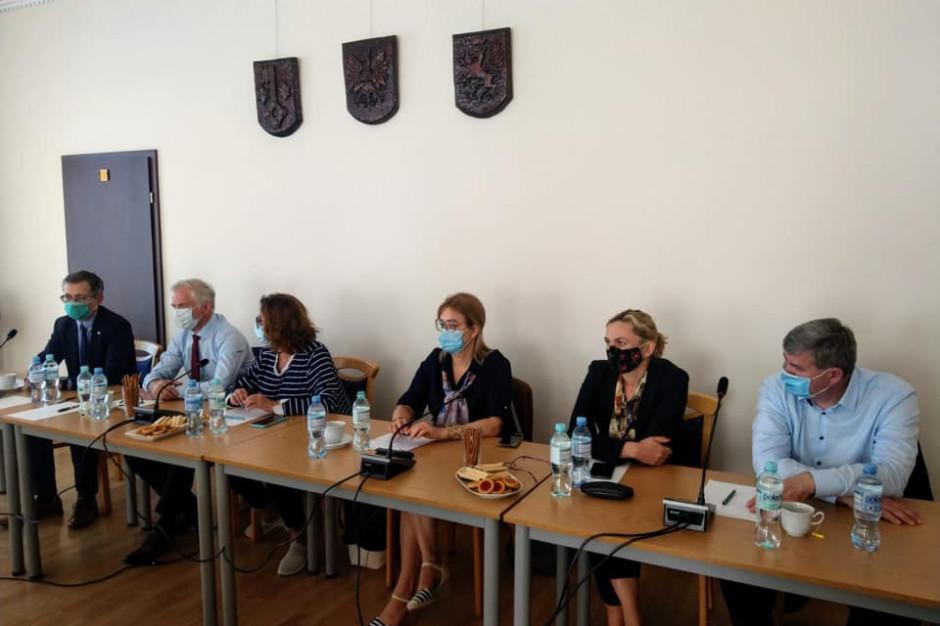 Puck: Politycy rozmawiali z samorządowcami na temat problemów w czasie pandemii