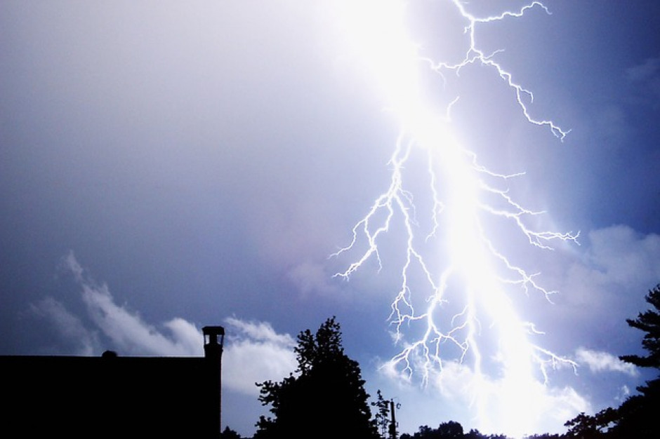 IMGW wydało ostrzeżenia pierwszego stopnia przed burzami dla województw