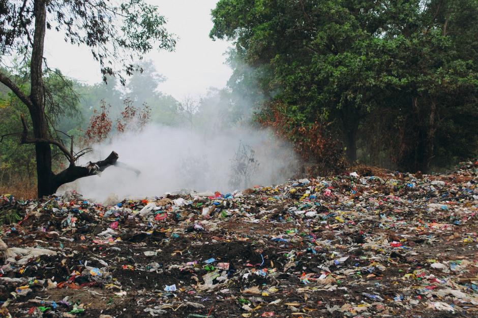Przepisy są, pieniędzy brak. Jak gmina ma usunąć nielegalne odpady?