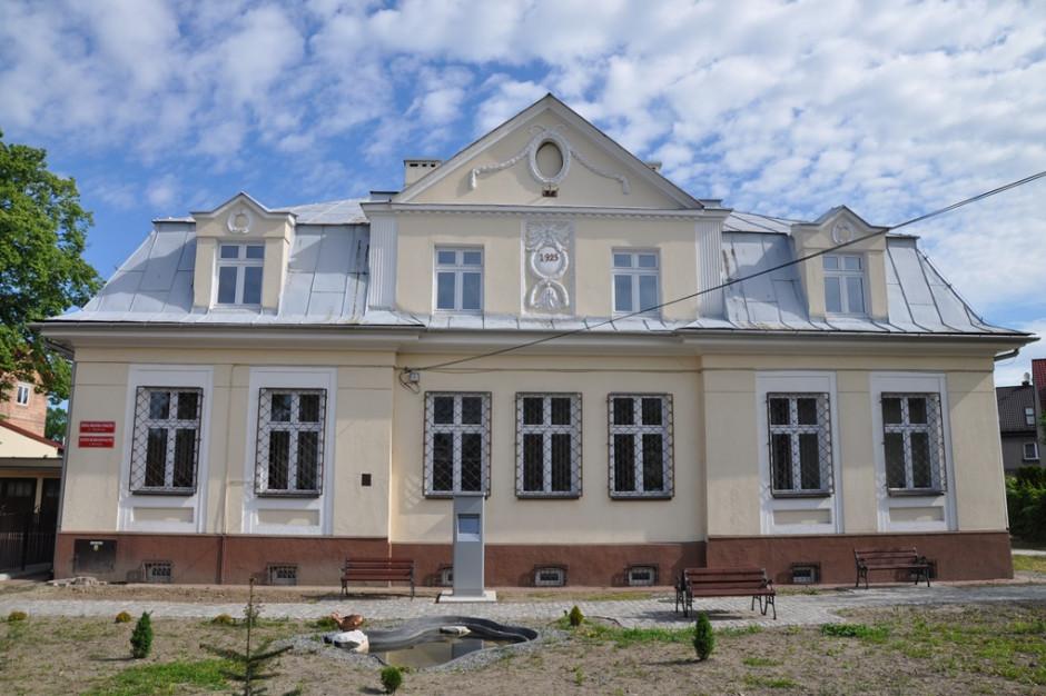 Zabytkowy dworzec PKP w Skawinie po remoncie dostępny dla podróżnych