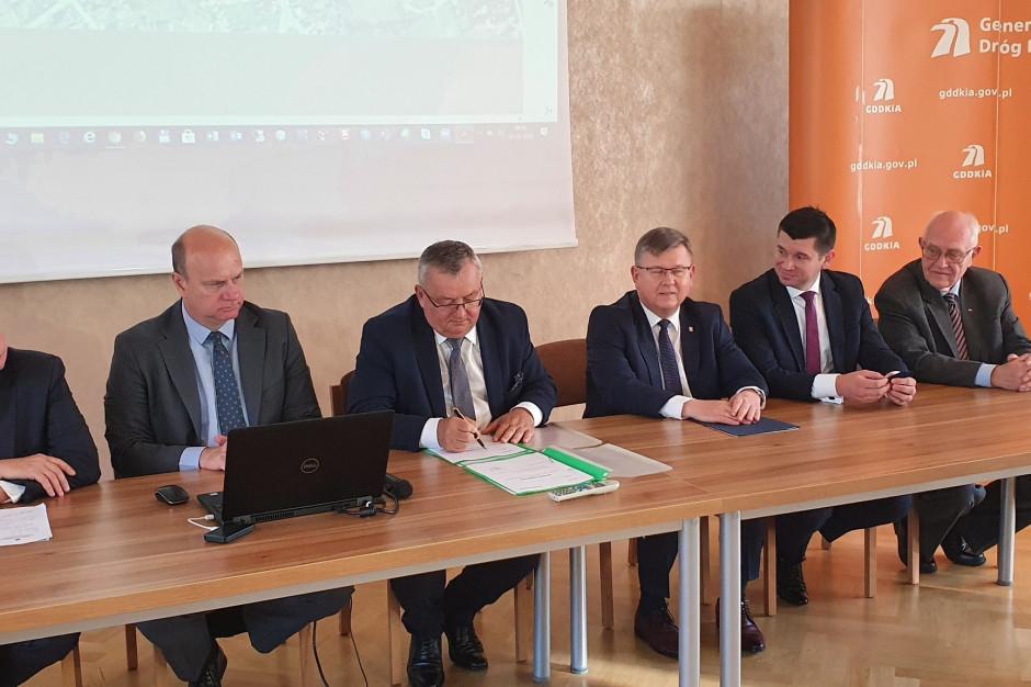 Minister infrastruktury podpisał program inwestycji dla rozbudowy węzła A4 Kraków Południe