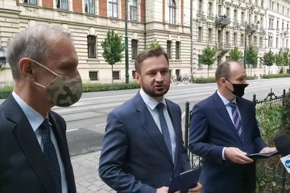 Parlamentarzyści KO z kontrolą w urzędach wojewódzkich; Budka: brakuje strategii rządu walki z epidemią