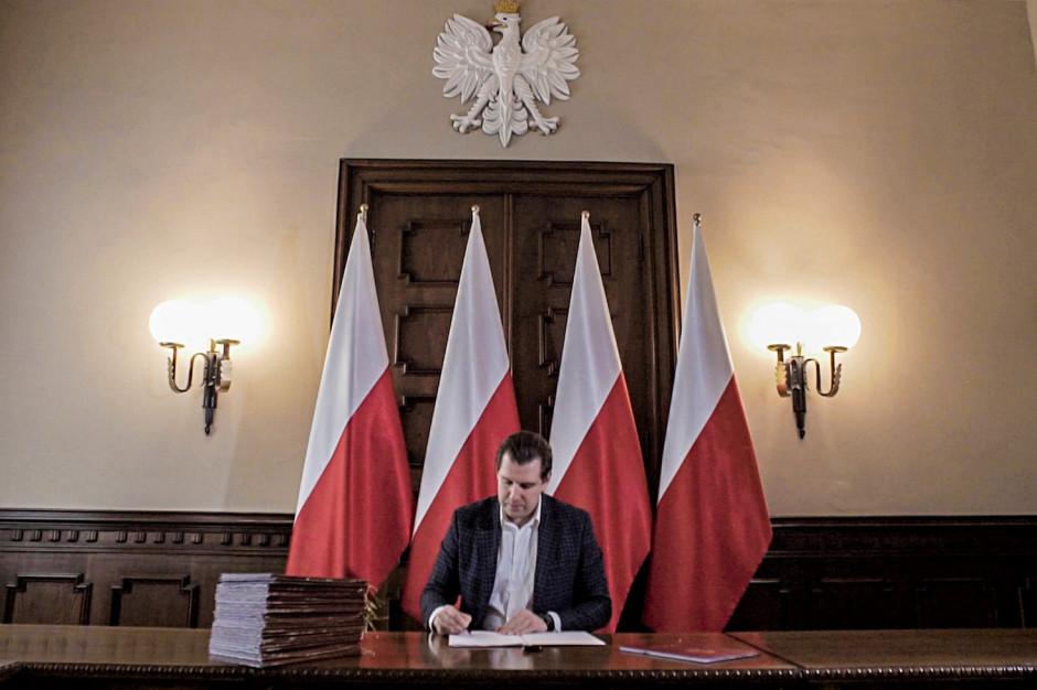 Łódzkie: Wojewoda Tobiasz Bocheński na kwarantannie po kontakcie z zakażonym marszałkiem