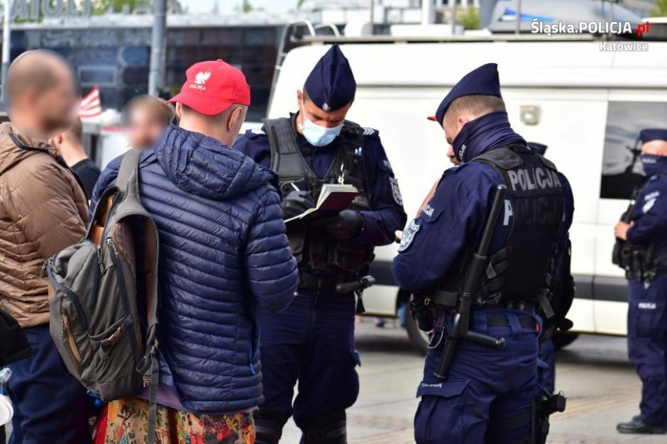 """Po demonstracji """"antycovidowców"""" w Katowicach zatrzymania, mandaty, wnioski do sądu"""
