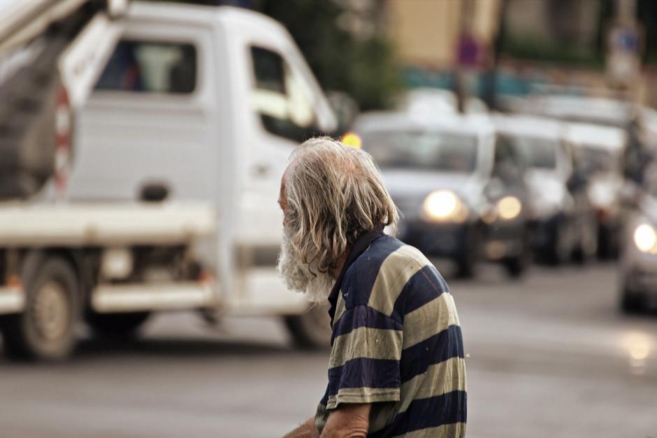 Poziom ubóstwa spada, ale miliony Polaków wciąż żyje poniżej minimum socjalnego