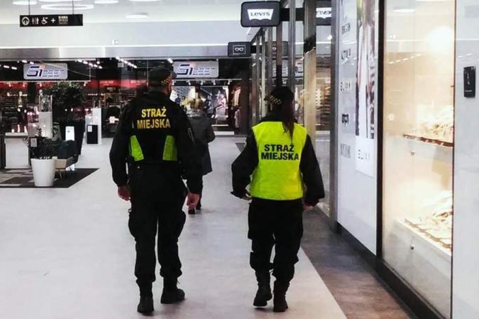 Wszystkie patrole straży miejskiej oddelegowano do walki z pandemią