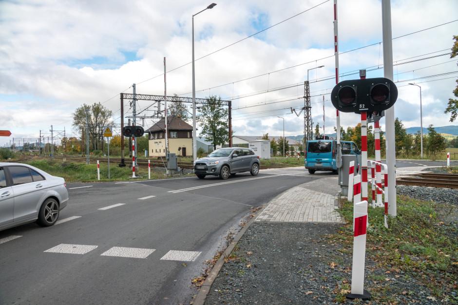 Dolnośląskie: PKP PLK zmodernizowały 21 przejazdów kolejowo-drogowych