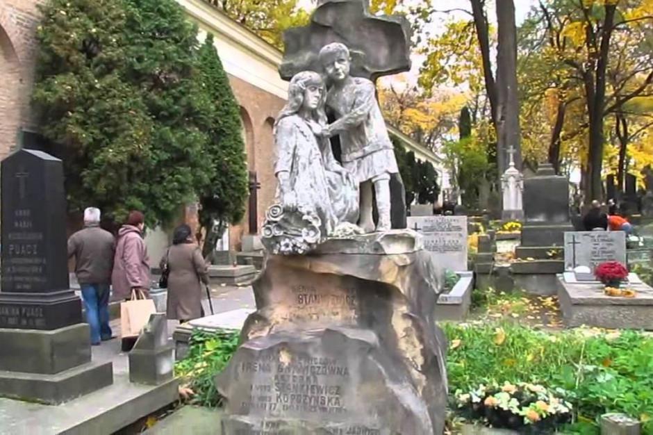 Obostrzenia na cmentarzach. Kwesty przenoszą się do internetu