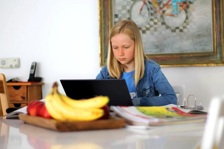 Będzie dodatkowy zasiłek, gdy młodsze dzieci przejdą na zdalne nauczanie