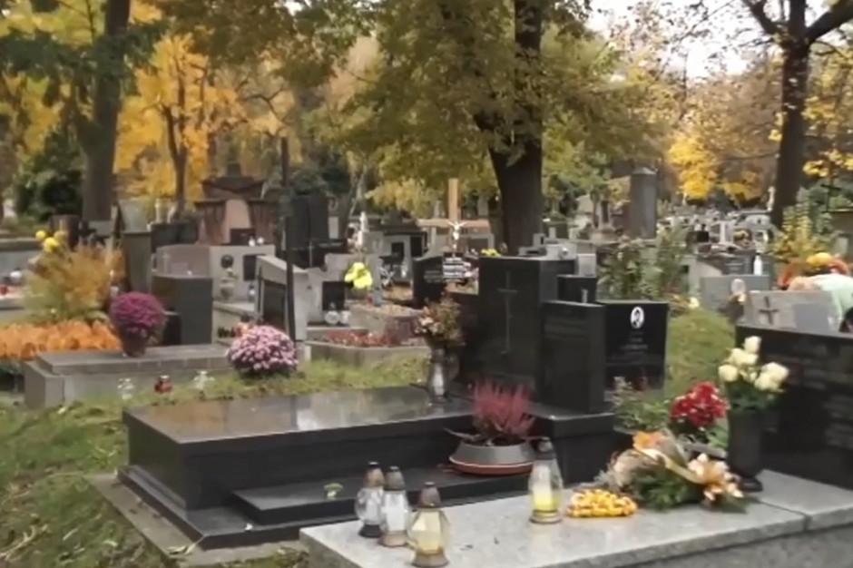 Strażnicy przypilnują reżimu sanitarnego na cmentarzach w Krakowie