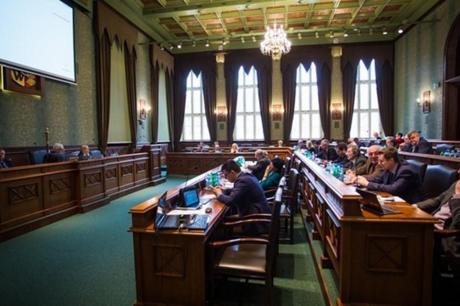 Apel o poszanowanie praw kobiet podzielił radnych Wrocławia