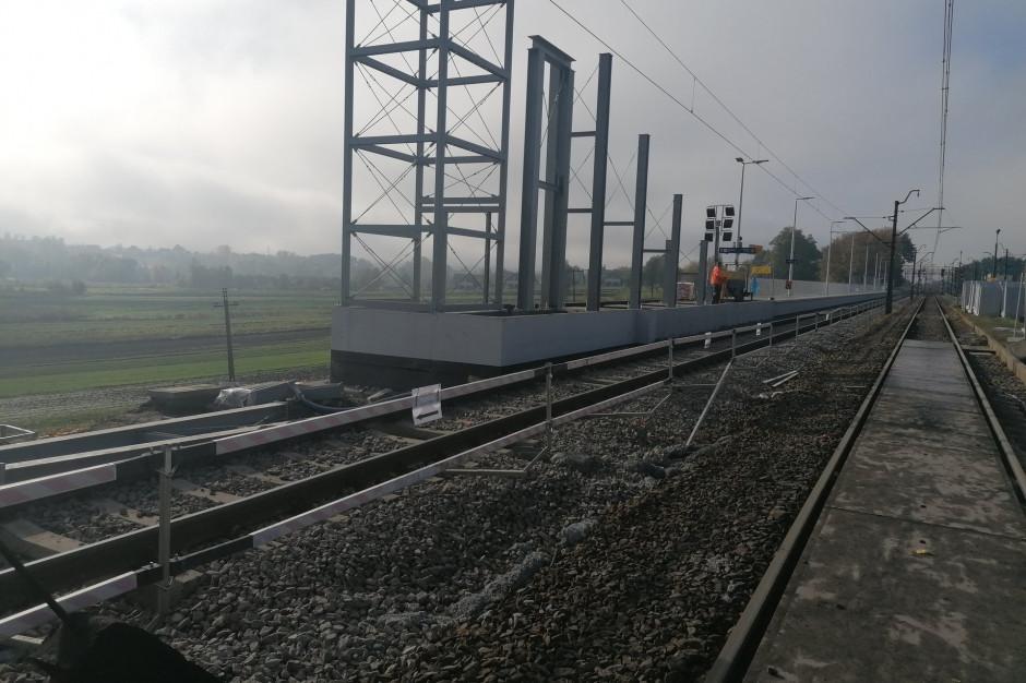 Prace przy linii kolejowej Kraków - Warszawa na półmetku