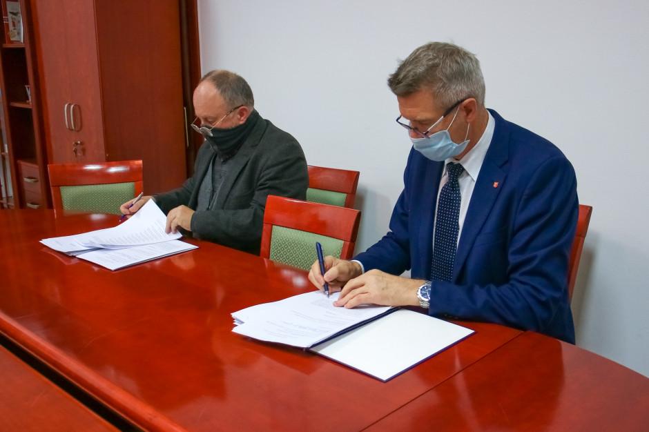 Korona Kielce w całości należy już do miasta. Prezydent podpisał umowę