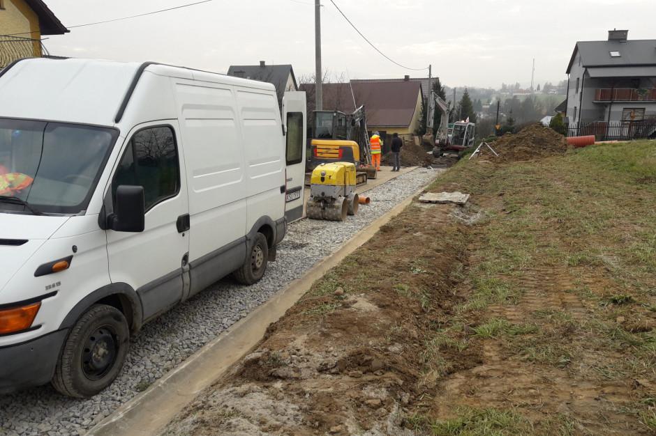 Wadowice: Budowa wodociągu w Kleczy jest na półmetku