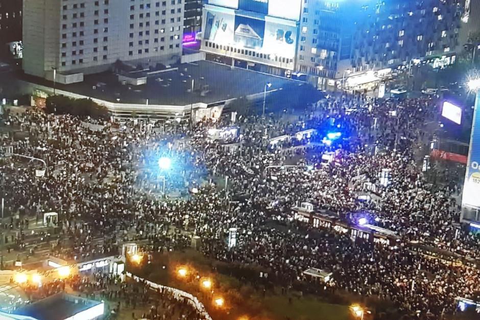 Trzaskowski o liczbie protestujących: na pewno 50 tys., a może i więcej