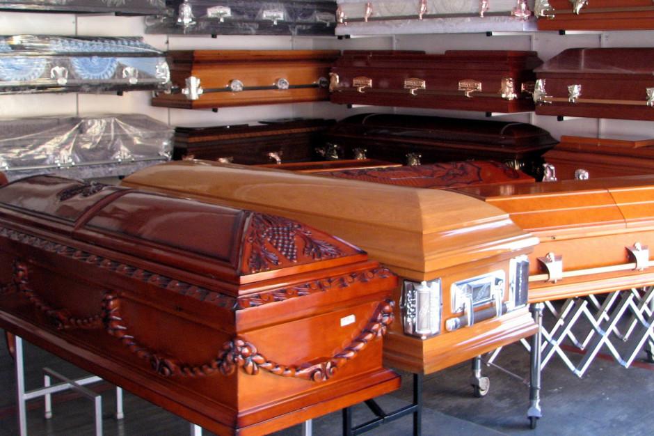 Ciała zmarłych na COVID-19 są specjalnie zabezpieczane przed pogrzebem