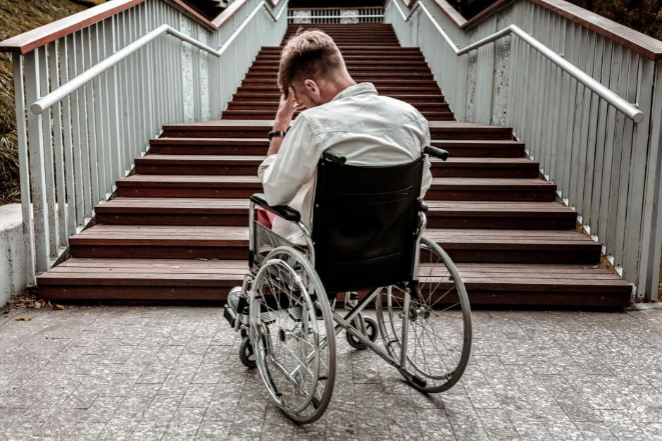 Jak zwiększyć dostępność niepełnosprawnym? Trzeba woli politycznej i wrażliwości społecznej
