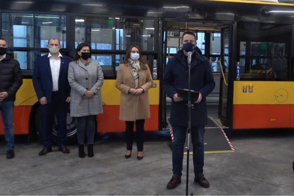 Trzaskowski: Autobusy gotowe do przewozu chorych do tymczasowego szpitala