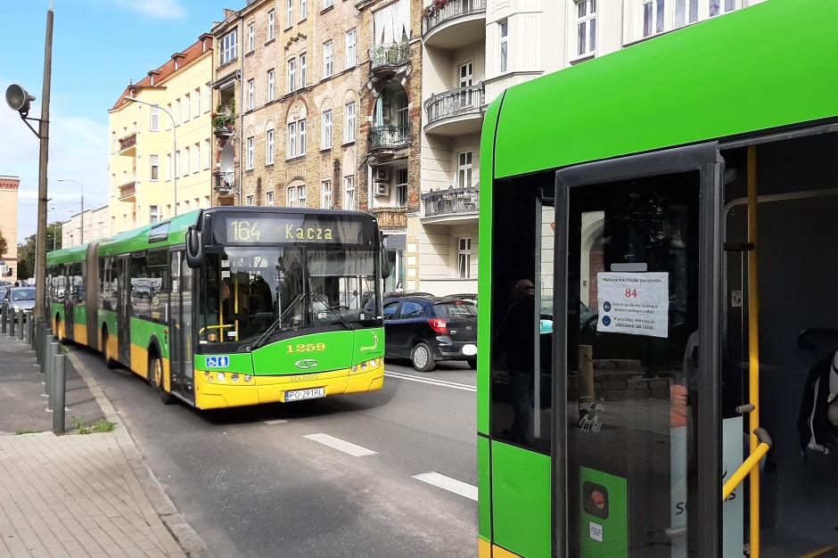 Komunikacja miejska. Więcej pasażerów niż wiosną, ale do tłumów daleko