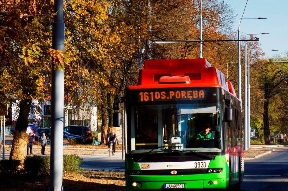 Trolejbusy, czyli czyste autobusy z pałąkiem. Mają je nieliczni, ale pomagają