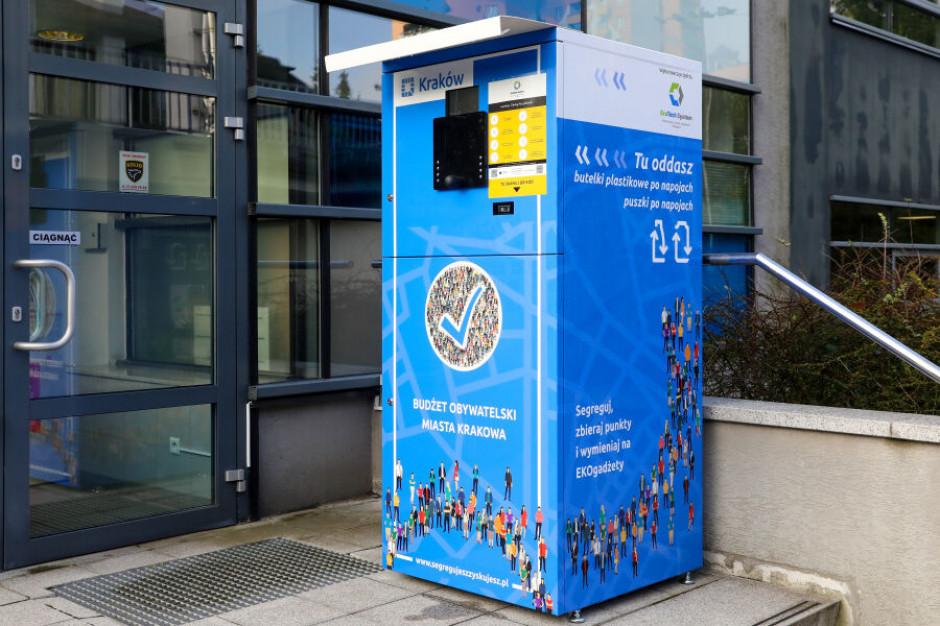 Krakowskie śmieciomaty zebrały ponad pół tony plastikowych butelek