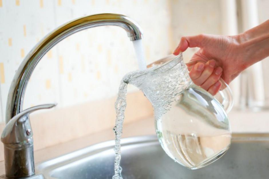 Znani sportowcy zachęcają do picia wody z kranu
