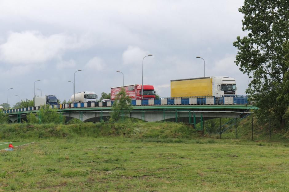 Samorządy będą mogły ograniczać ruch ciężkich pojazdów. Sejm przyjął projekt ustawy