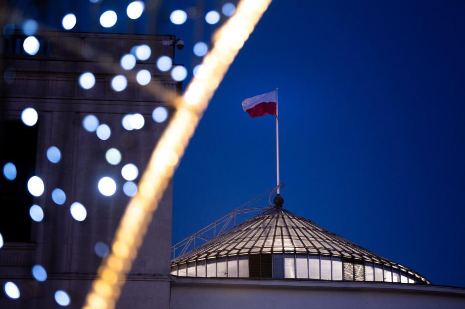 Trzy oferty na budowę bramy wjazdowej do Sejmu