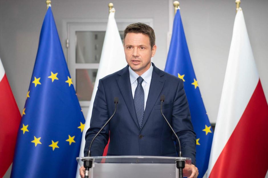 Flagi UE w Warszawie. Trzaskowski: Wywieramy presję na rząd