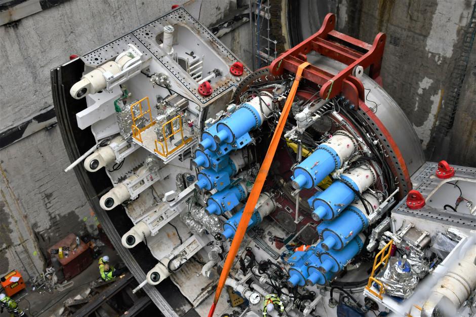 Świnoujście: Zamontowano pierwsze elementy maszyny drążącej tunel