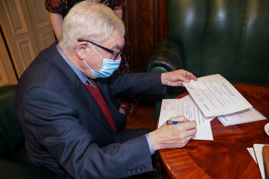 Prokuratura: prezydent Krakowa mógł złamać przepisy, deklarując urlopy na czas Strajku Kobiet