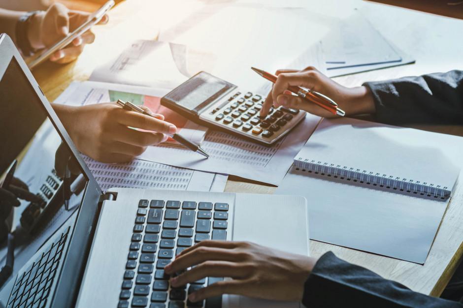 Gdzie szukać możliwości zwiększenia dochodów własnych? Skarbnicy odpowiadają