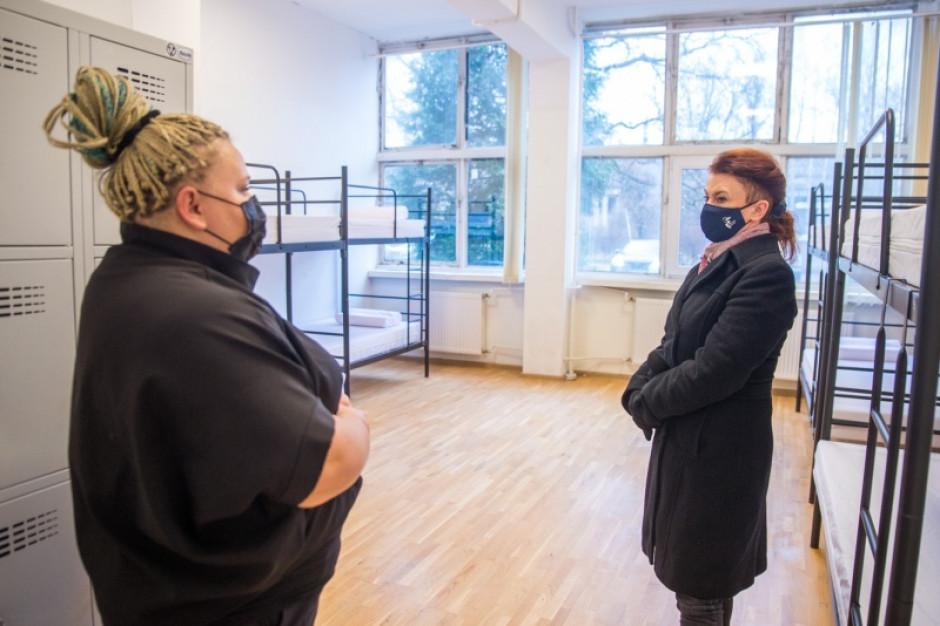 Warszawa: Miasto otwiera miejsce tymczasowego schronienia dla bezdomnych na Białołęce