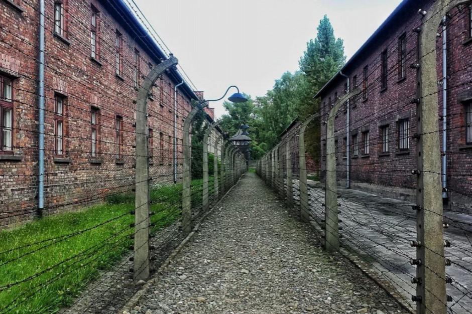 Muzeum Auschwitz zamierza oczyścić wnętrza poobozowych baraków
