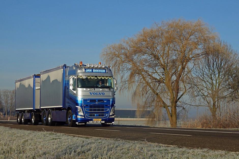 Przeładowane ciężarówki rozjeżdżają drogi w miastach. Oberwało się zarządcom