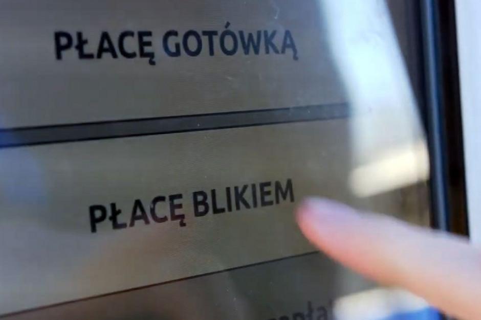 Kraków: Za bilet komunikacji miejskiej w automacie można zapłacić BLIKIEM