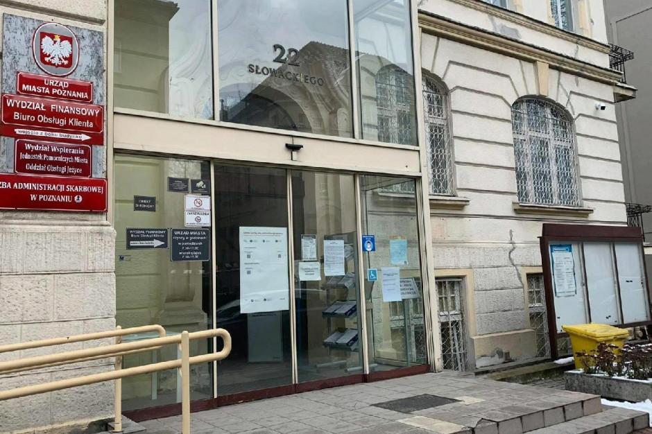 Urzędy w Rybniku i Ustce wznawiają bezpośrednią obsługę mieszkańców. Drzwi uchyla też Poznań
