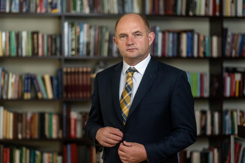 Marszałek Piotr Całbecki zakażony koronawirusem SARS-CoV-2
