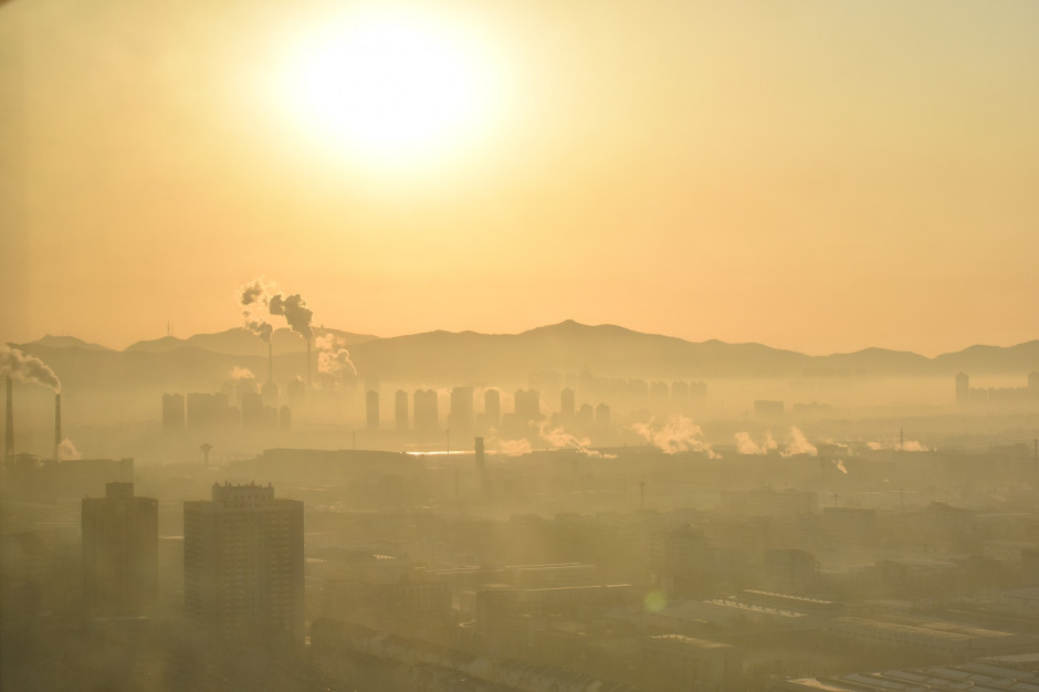 Smog miastach. Władze apelują o pozostanie w domach