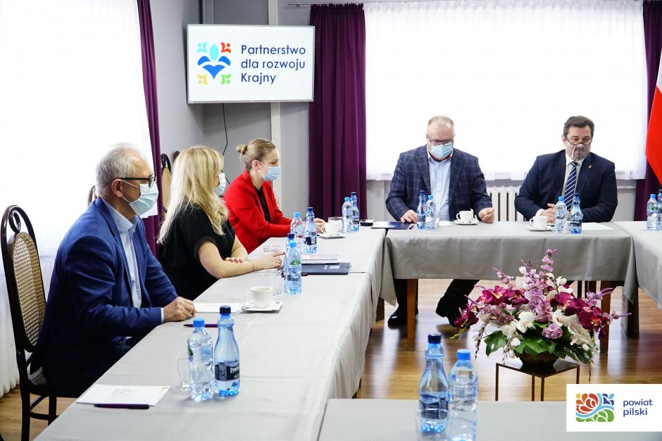 Powiat i sześć gmin łączą siły w partnerstwie dla rozwoju Krajny