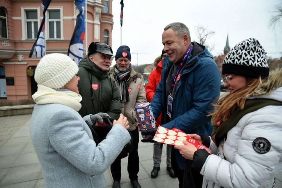 Samorządowcy dla WOŚP: Bruski ostrzyże, Olszewski ugotuje, Pietruczuk zabierze do przerębla